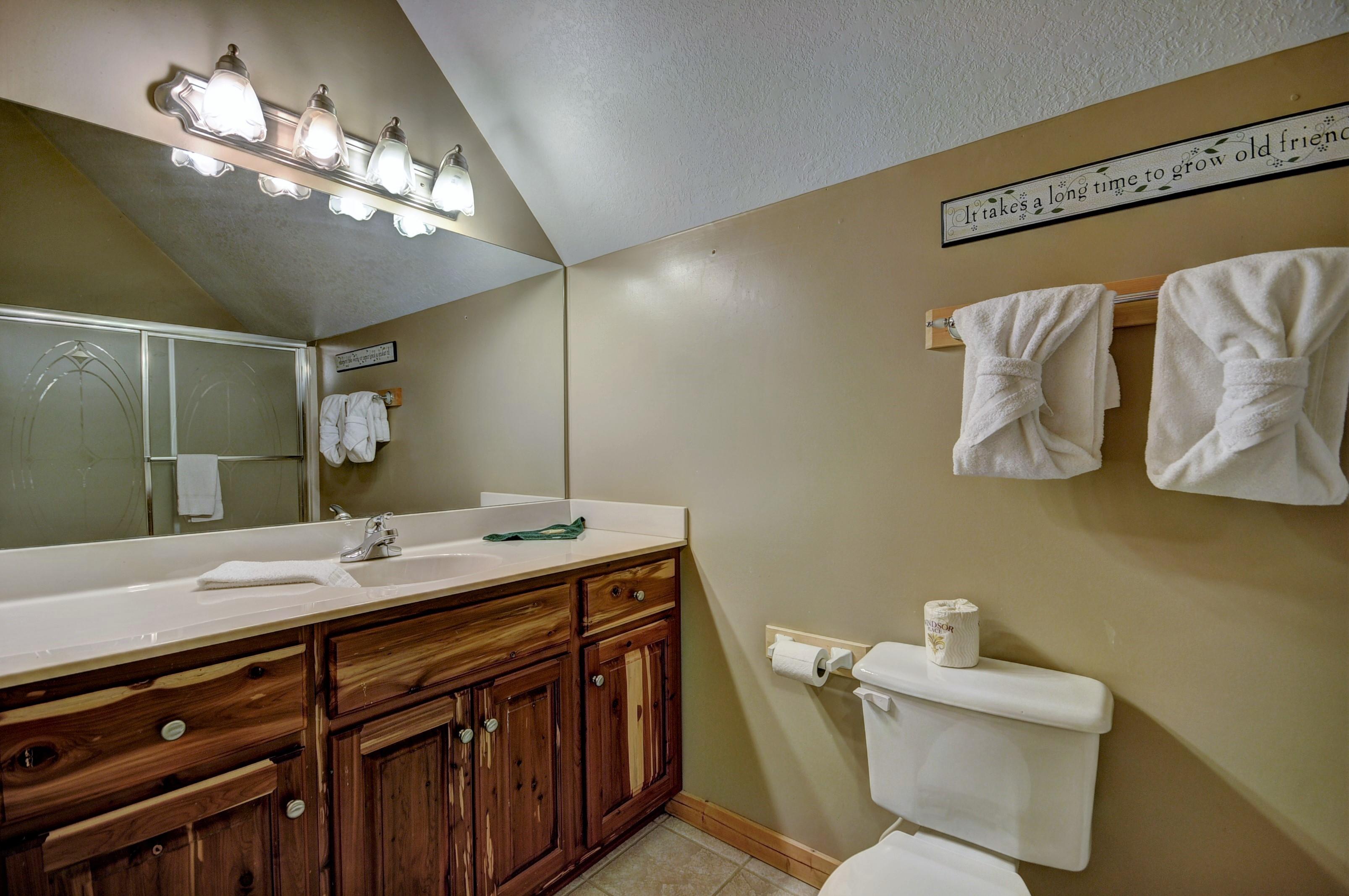 Hillbilly Hilton 525 5 Bedroom Cabins